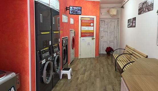Sala con lavatrici, lavanderia Le Gemme, Palau